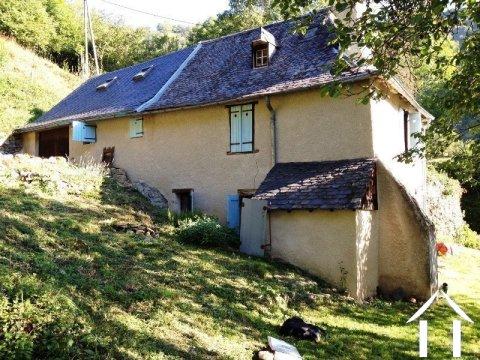 Natuurstenen berghuis gelegen in een rustig gehuchtje op ±900m² terrein Ref # MPDJ008