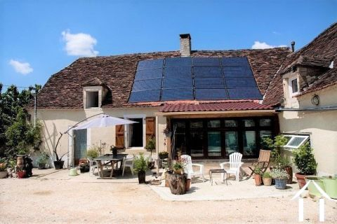 Huis 'en pierre' met grote tuin aan de rand van een toeristisch dorp. Ref # MPLS1002