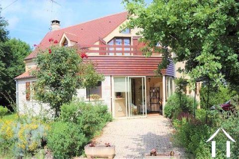 Mooi huis van traditionele bouw met 1800 m2 tuin. Ref # MPLS1005