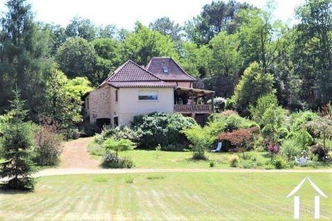 Zeer smaakvol gerenoveerd huis met 2.1 ha terrein Ref # MPLS1011