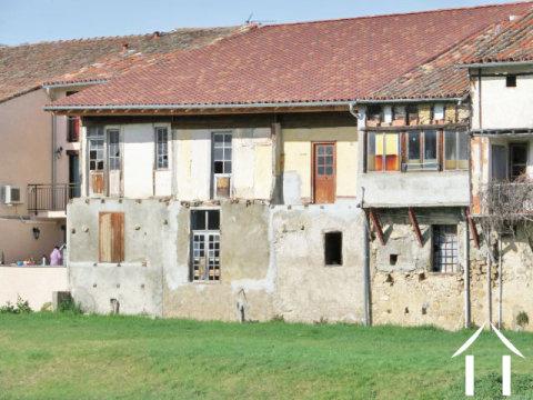 Dorpshuis met een totaal van 225 m2 geheel terenoveren Ref # MP9041