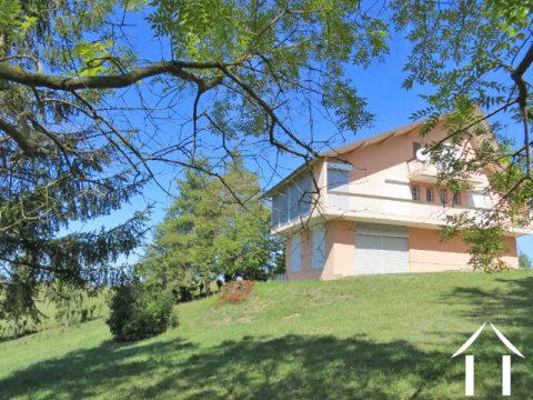 Vrijstaand woonhuis 227m2 met een tuin van 1900m2 met prachtig uitzicht op de pyreneeen. Ref # MP9047
