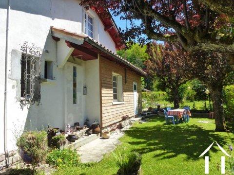 Mooi huis van ca. 120m2 met garage en terras op een perceel van ca. 1400m2  Ref # MPDK044