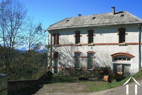 Voormalig schoolgebouw van natuursteen, te renoveren Ref # MPDK051