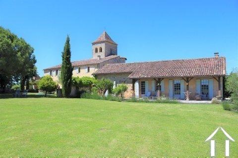 """Prachtig gerenoveerd 11e eeuws domein 'en pierre"""", met chambres d'hôtes en gites, zwembad en een fenomenaal uitzicht met 3.4ha Ref # MPLS1004"""