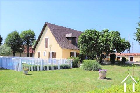 Zeer ruime woning met zwembad, bijgebouwen en 8 ha terrein Ref # MPLS1008