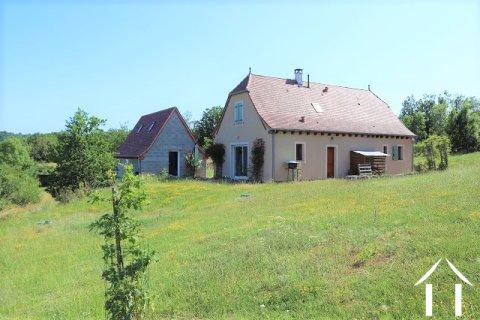 Met smaak gebouwd nieuw huis met 4509 m² terrein en prachtig uitzicht Ref # MPLS1010