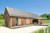 Houten huis met 5000 m² terrein en prachtig uitzicht