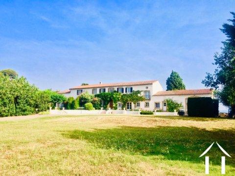 Ruime Franse boerderij (450m2) bestaande uit 2 aangrenzende huizen op 24.400m2 grond en verwarmd zwembad  Ref # MPOP0072