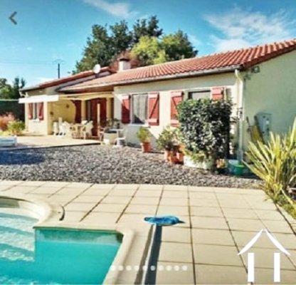 Vrijstaande woning in een mooie rustige omgeving net buiten een dorp 116m2 met zwembad , garage 54m2 Ref # MPP2001