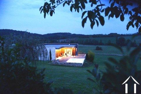 Modern gelijkvloers woonhuis met verwarmd zwembad, tuin en wijds uitzicht. Ref # MPOA1857
