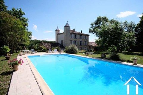 Prachtig Chateau met 2 cottage, bijgebouwen, verwarmd zwembad en 11.22 ha Ref # MPOP0026